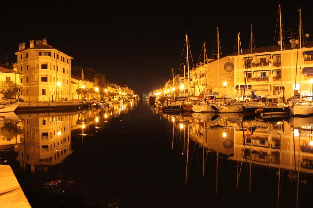 Hafen Grado bei Nacht